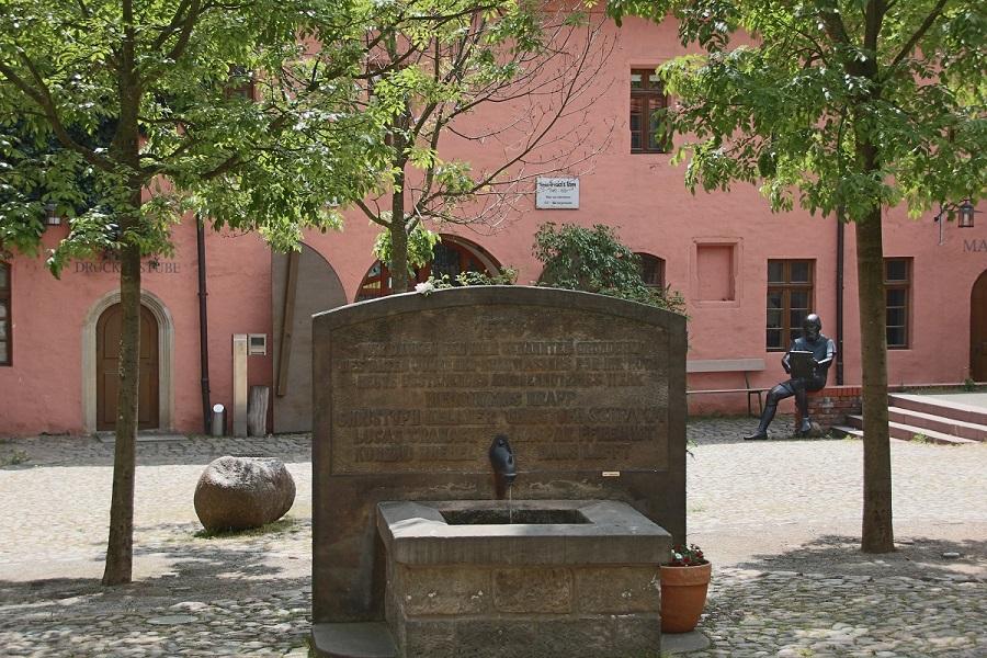 Röhrwasserbrunnen auf dem Cranach Hof